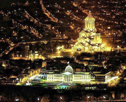 نمایی از کلیسای سامِبا در شب