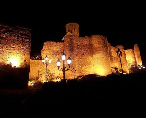 نمایی از قلعه ی ناریکالا در شب