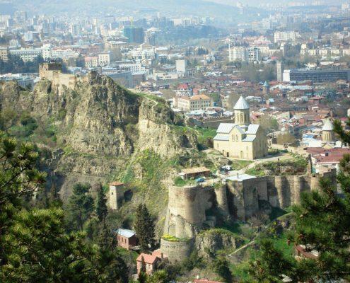 نمایی از قلعه ی ناریکالا در روز